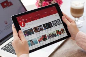 Plattformen wie YouTube sollen nicht direkt für Rechtsverstöße durch Nutzer haftbar gemacht werden.