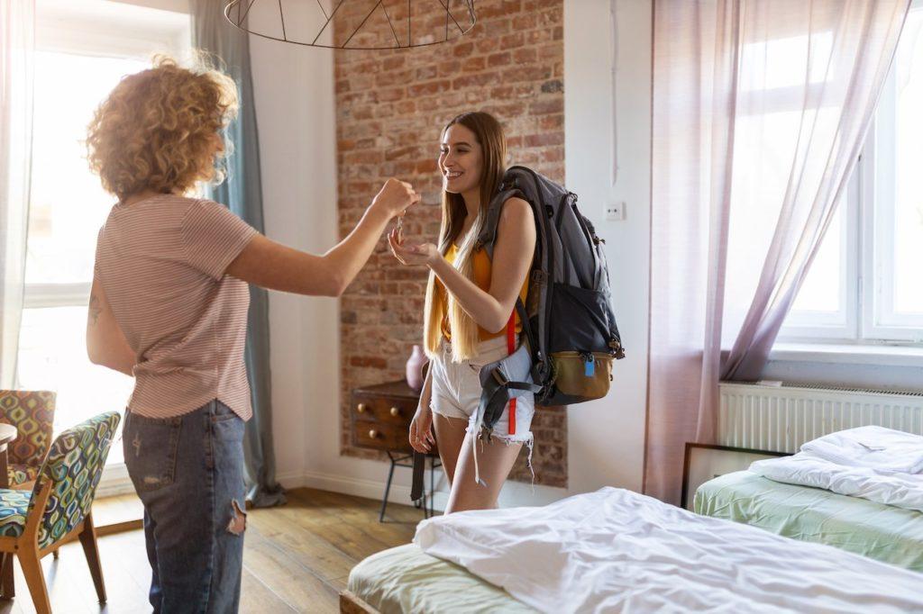 Airbnb muss Vermiterdaten übermitteln wenn die Behörden gewerbliches Vermieten vermuten.